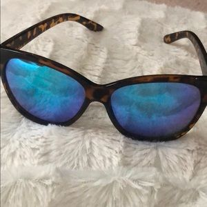 Quay mirrored sunglasses